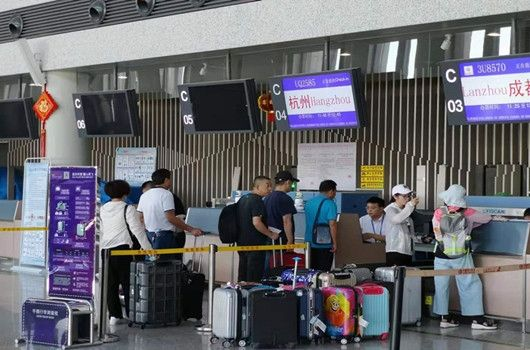 """迎战""""暑运"""" 8月11日敦煌机场日旅客吞吐量创新高"""