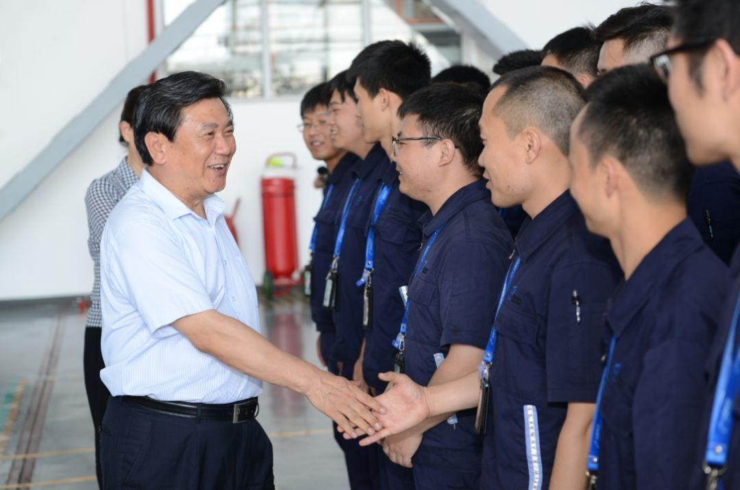冯正霖慰问华夏航空一线班组。中国民航报记者 陆二佳摄