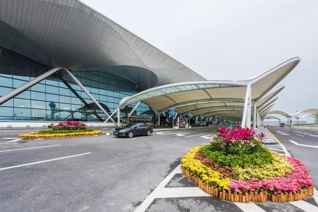 白云机场二号航站楼14日晚举行应急处置演练