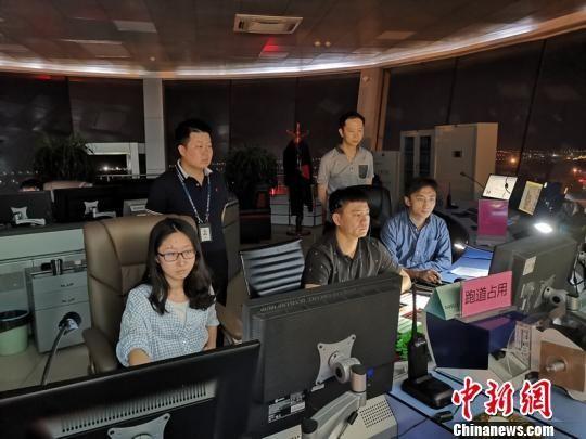 """青藏高原最大国际民用机场迈入""""高速""""时代"""