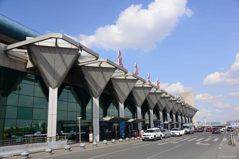 """乌鲁木齐机场大雾环绕能见度不足百米""""机场人""""全力保障"""