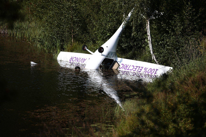 挪威首架电动飞机出现引擎故障:尴尬坠河