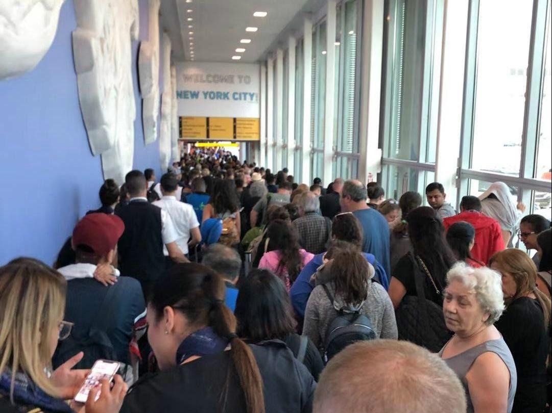美国入境管理部门电脑故障 大批旅客滞留机场