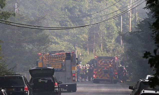 美国一载3人飞机坠入民居 造成1人死亡1人受伤