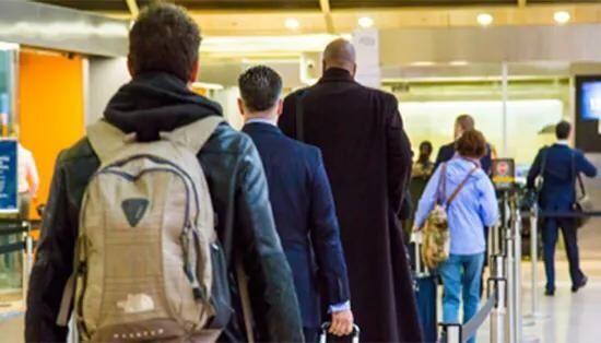 新增30个安检自动传送系统 洛杉矶机场安检速度加快