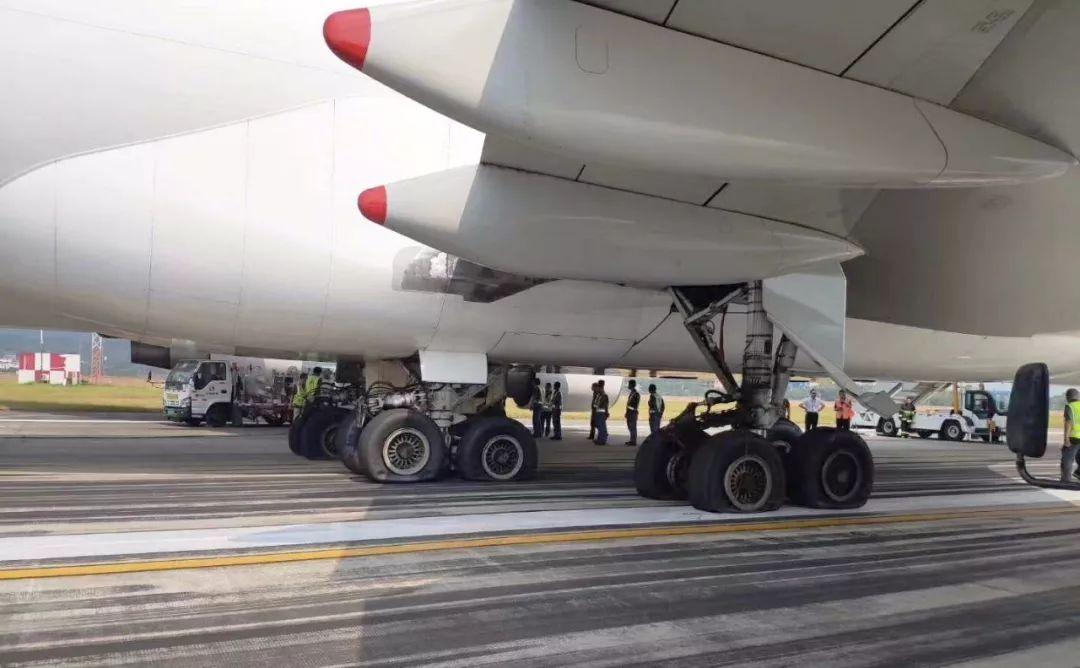 747货机跑道趴窝,南昌机场陷落,这架小飞机上演火线救援!