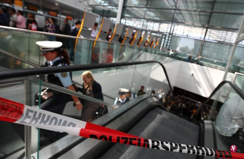 德国机场一乘客乱闯紧急出口 130趟航班取消