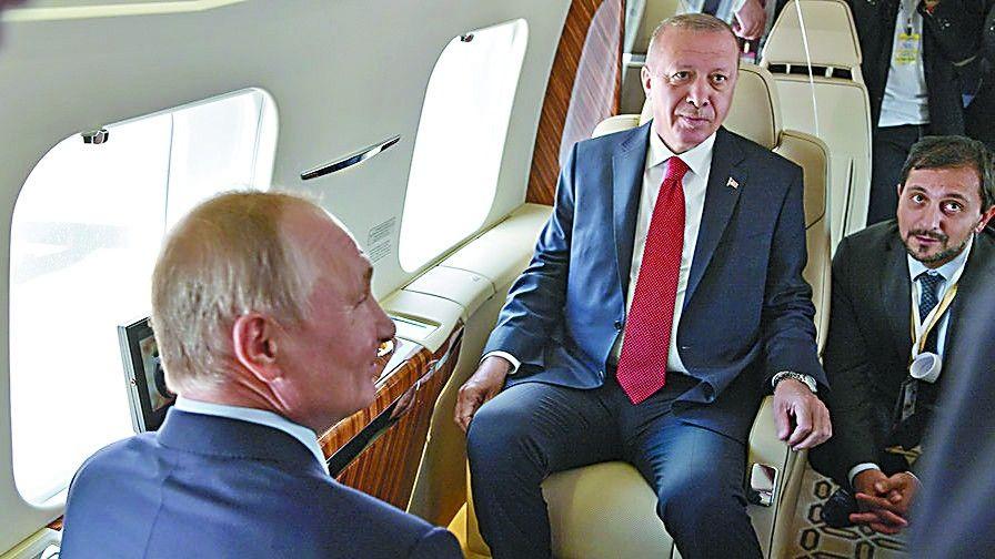 CR929樣機在莫斯科航展受到追捧 俄總統普京登機參觀