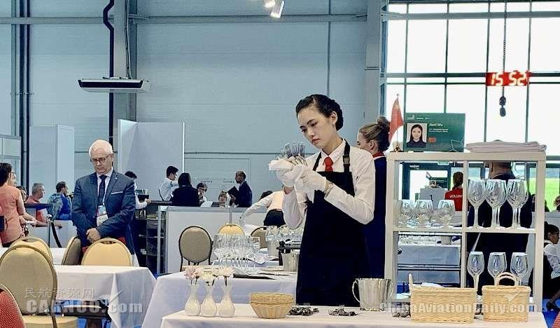 东航女孩获第45届世界技能大会餐厅服务优胜奖