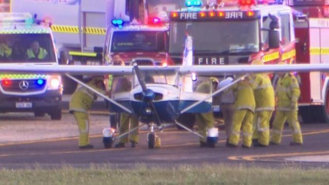 飞行驾校教练在机舱晕倒!澳洲学员自己驾机成功降落