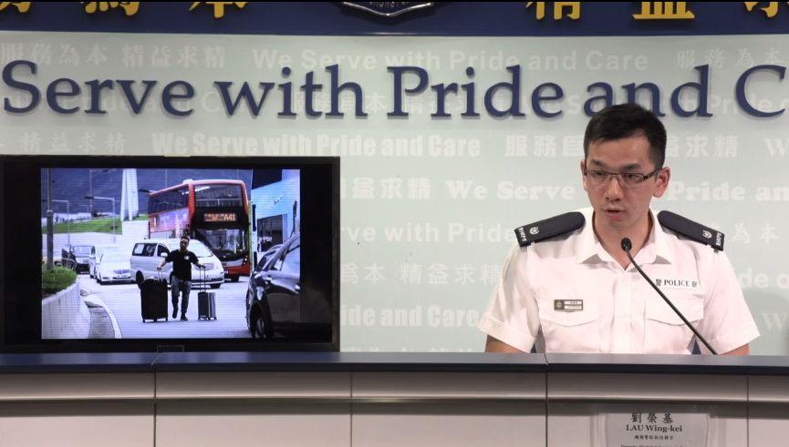 港警:已就围堵机场拘捕18人 明天堵路车辆将拖走