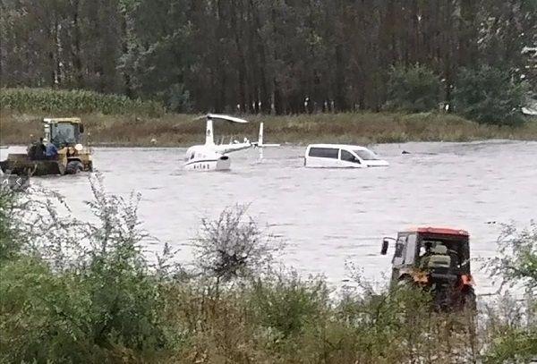 视频 | 紧急营救!凌晨河水暴涨,飞机被淹了…