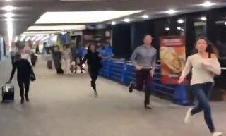 無端懷疑兩名華裔 美國機場躁郁癥員工按警報引發混亂
