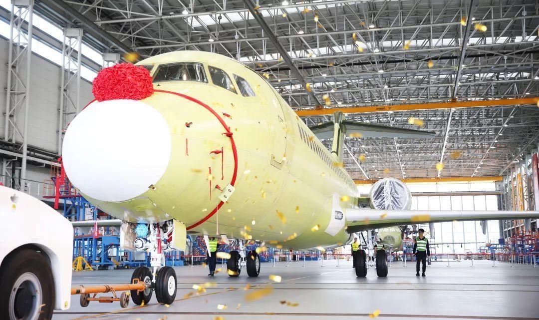浦东生产线首架ARJ21总装下线