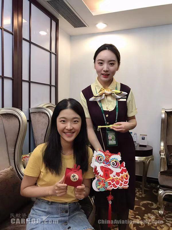 海南航空广州贵宾室与旅客共度中秋节