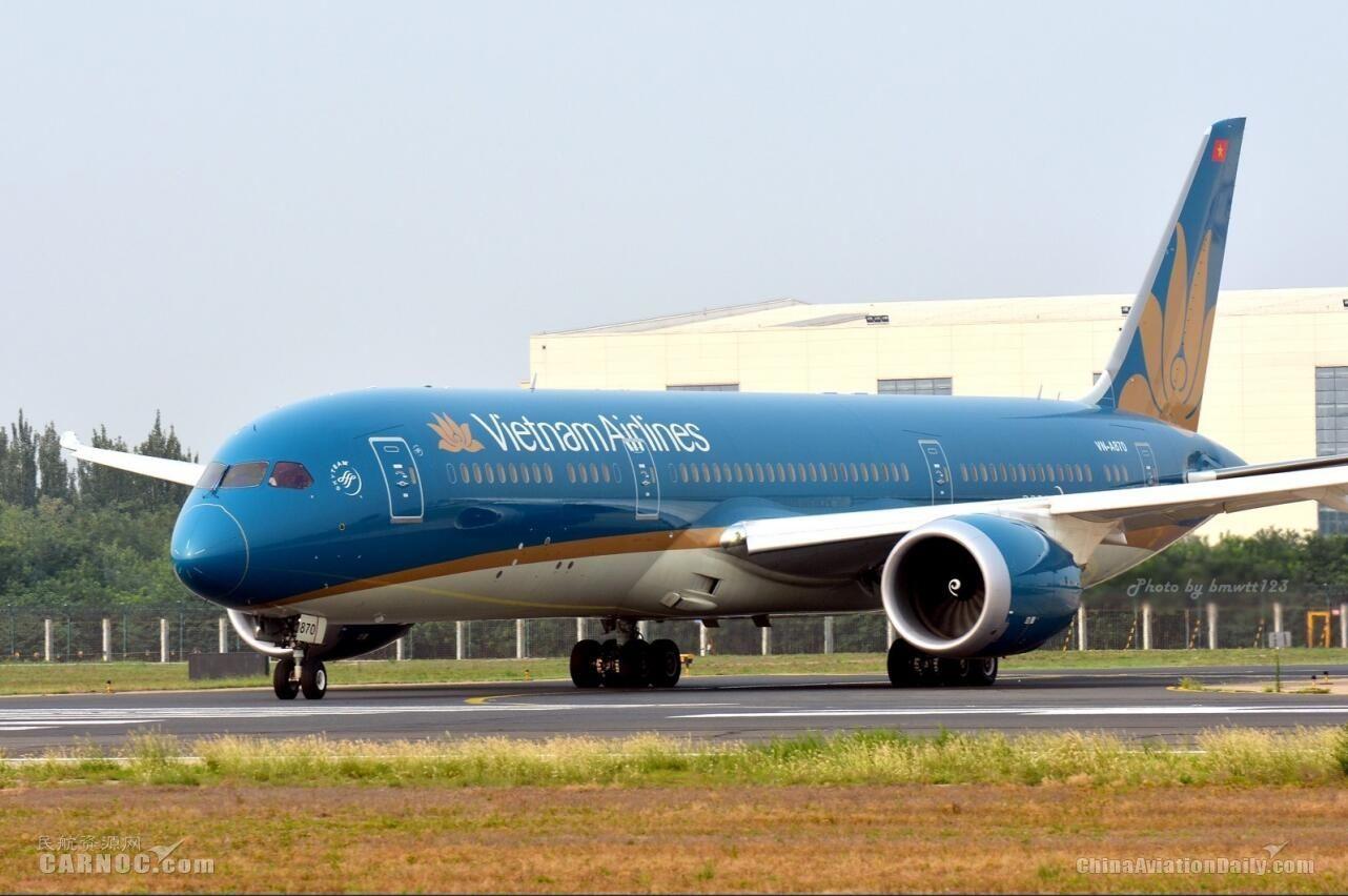 越南航空客机进近时起落架故障 复飞后安全降落