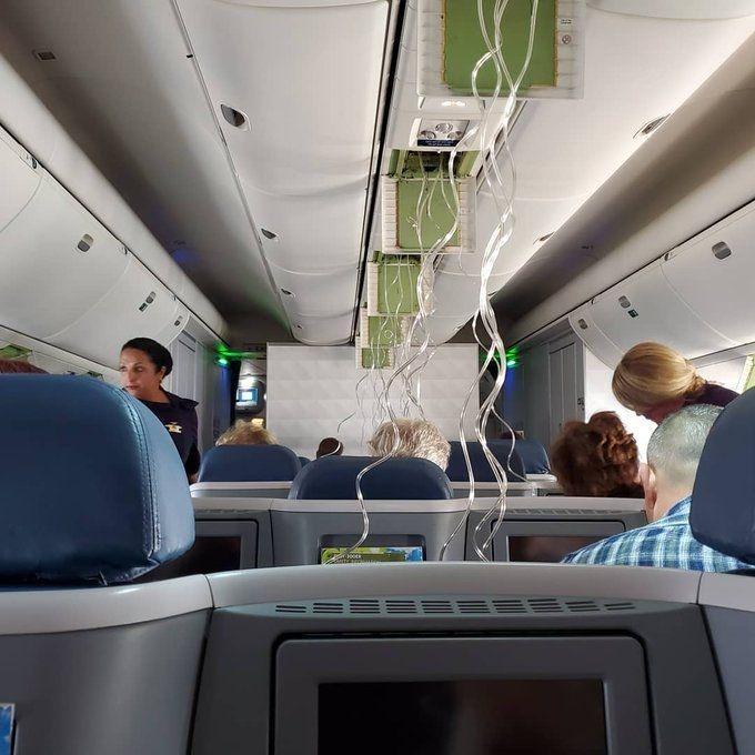 达美航空客机8分钟内骤降3万英尺 安全备降坦帕