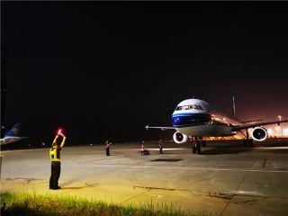 晚上22:07飞机落地海口