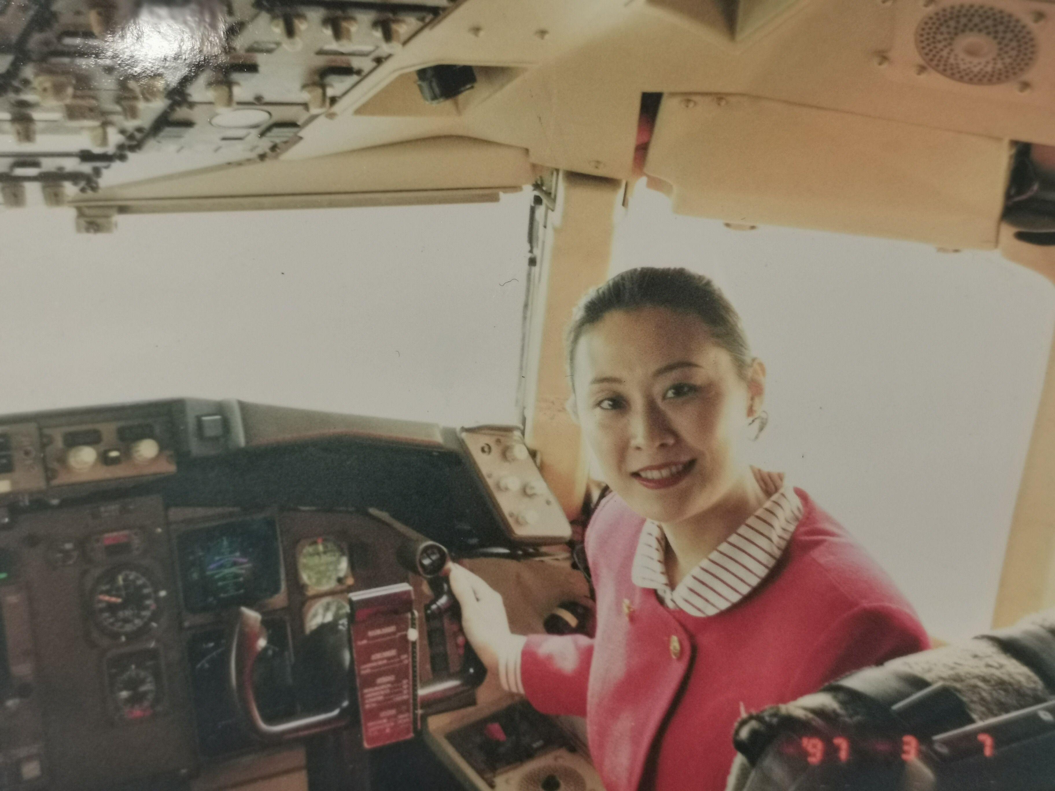 国航西南邹瑛乘务长三十三年飞行生涯圆满落幕