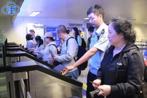 天津机场边检站正式启用出入境自助查验通道