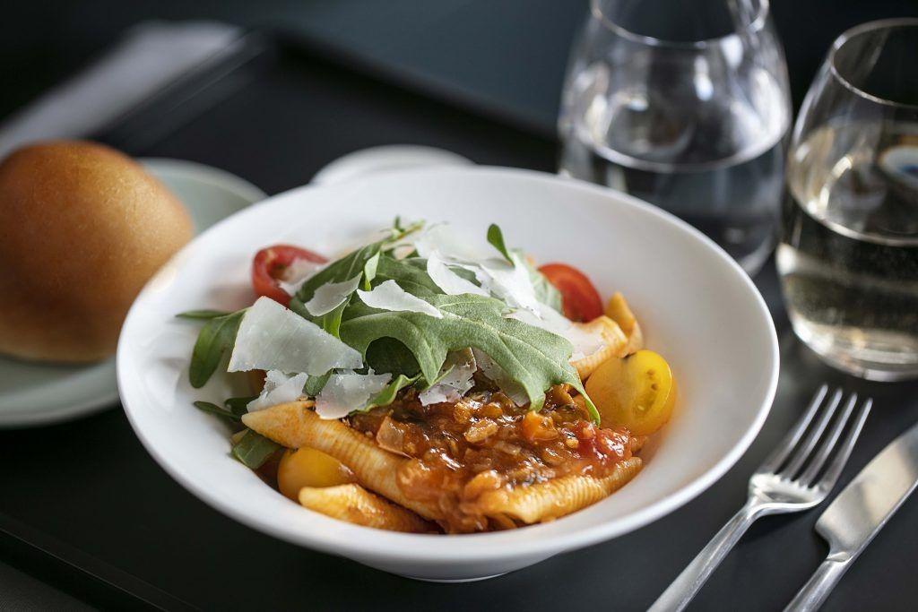 国泰航空成全球首家提供素食猪肉的航空公司