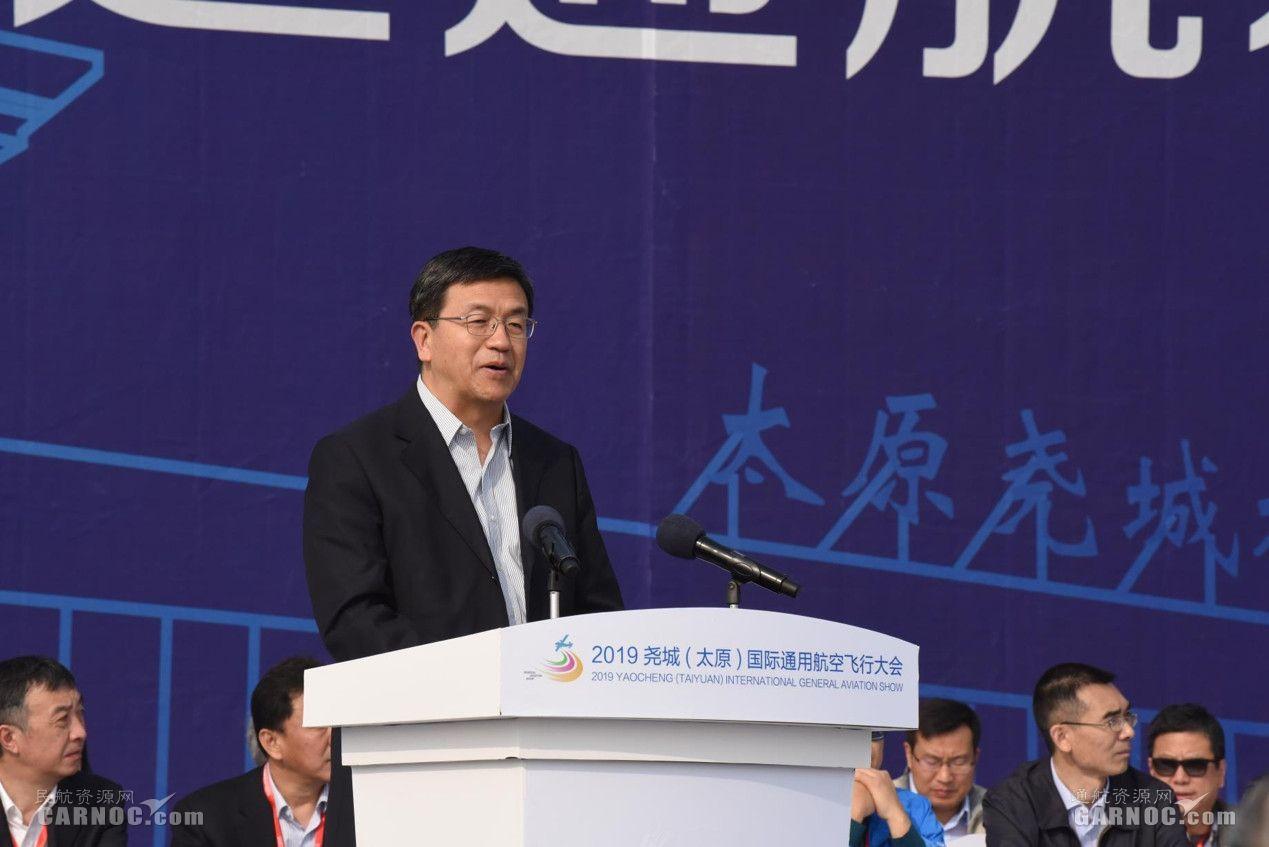 航空工业集团总工程师卢广山发表讲话   摄影:张哈斯巴根