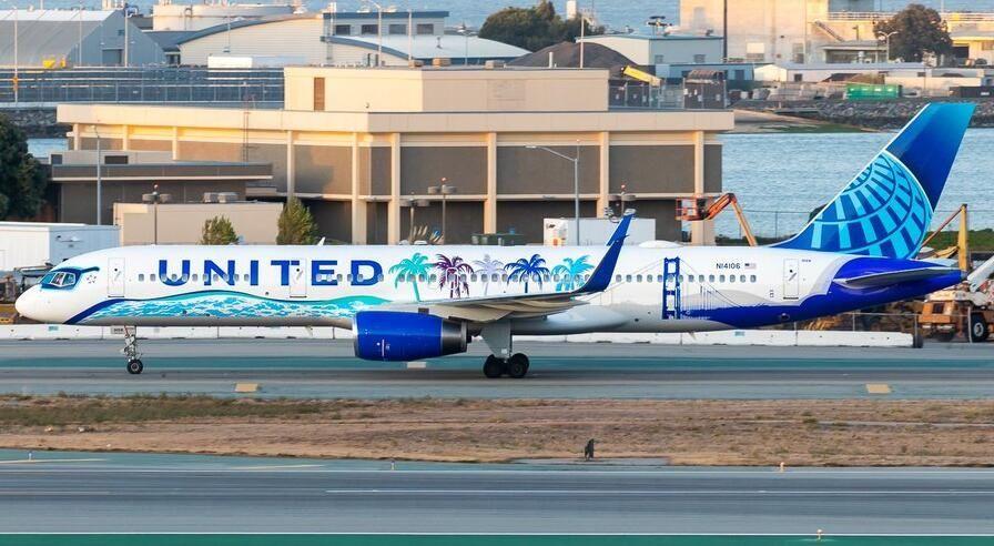 图:美联航新加利福尼亚彩绘飞机 摄影:Chris Phan
