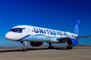 美联航新加利福尼亚彩绘波音飞机亮相
