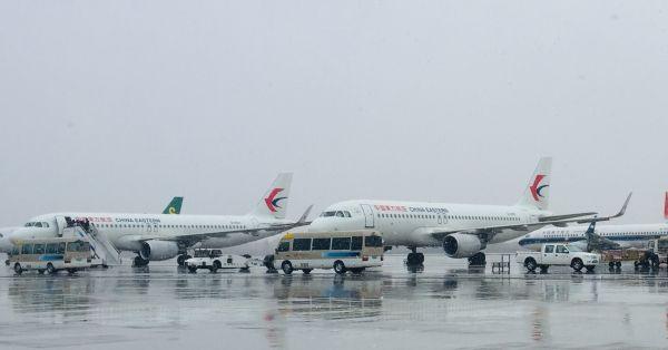 雨雪天 东航甘肃分公司全力保障航班正常起飞