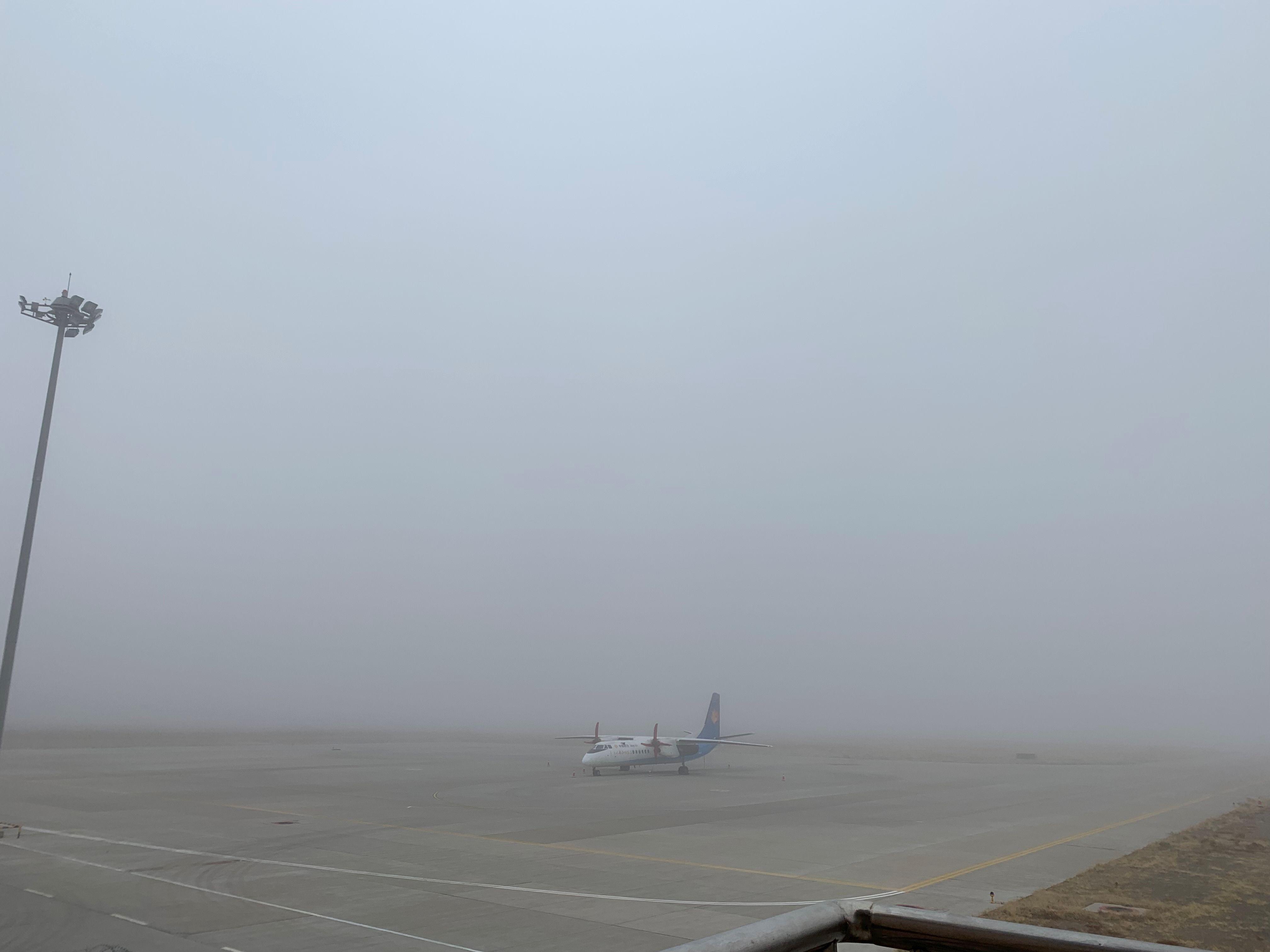 阿拉善左旗机场积极应对大雾天气