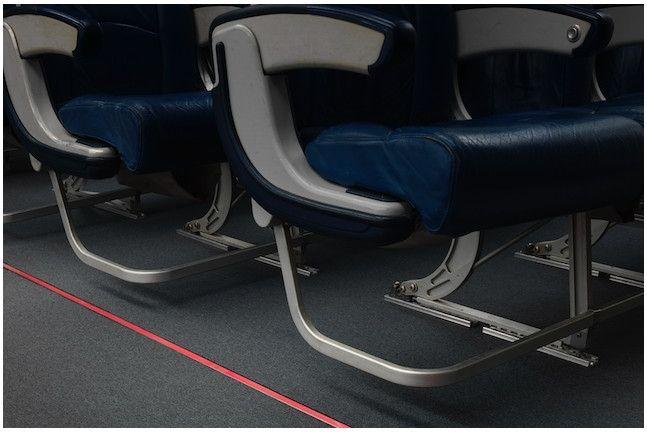 STG Aerospace发布全球首款红色光致发光紧急飞机地面路径系统