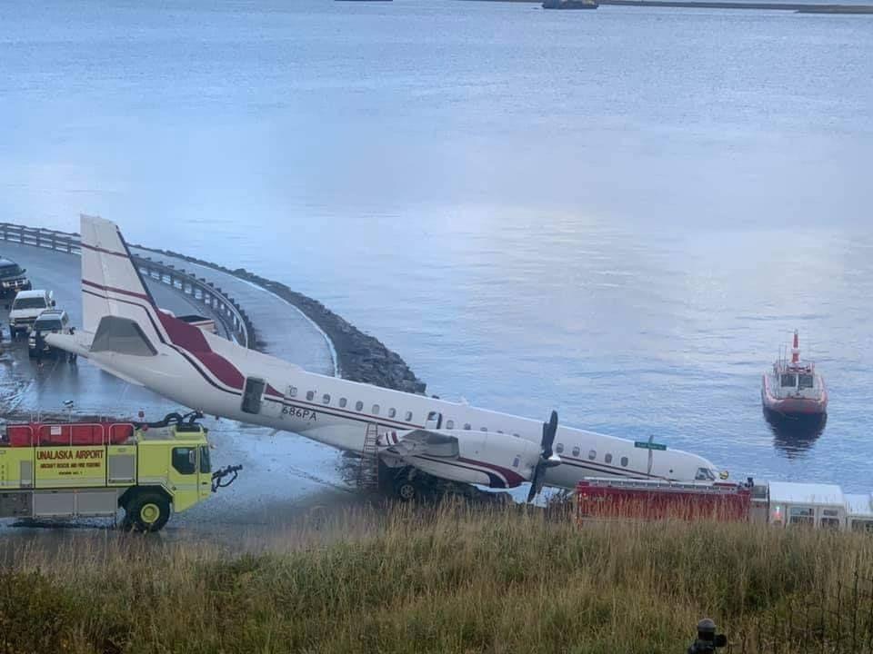 美国Penair一架萨博2000冲出跑道 至少四人受伤