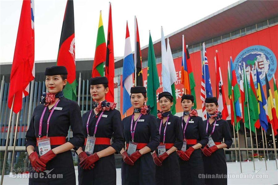 图片 东航空姐礼仪志愿者亮相进博展馆 全力保障进博会