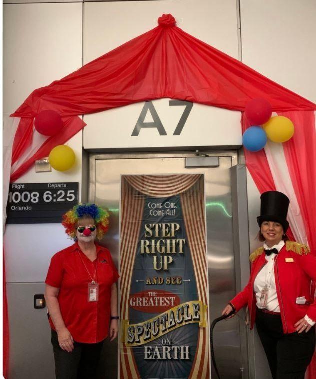 长岛麦克阿瑟机场万圣节装扮
