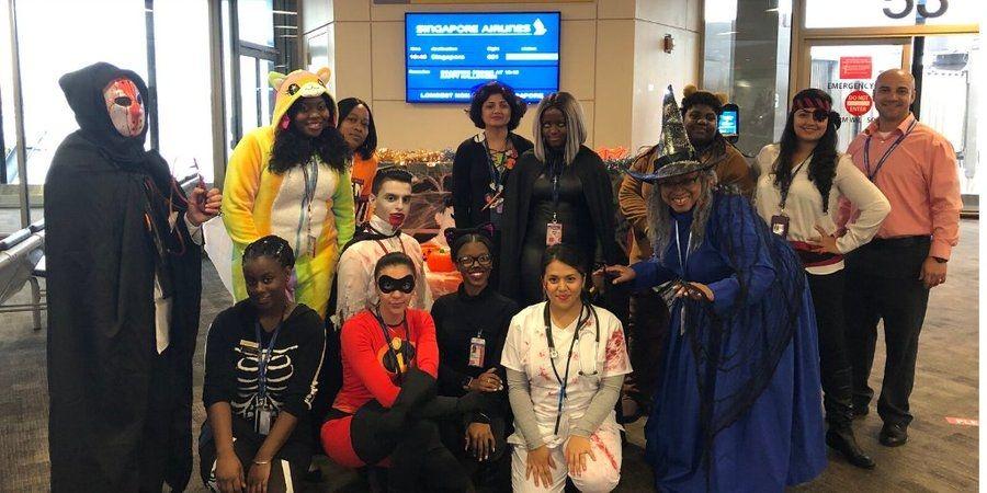 新加坡航空员工在纽瓦克国际机场的cosplay