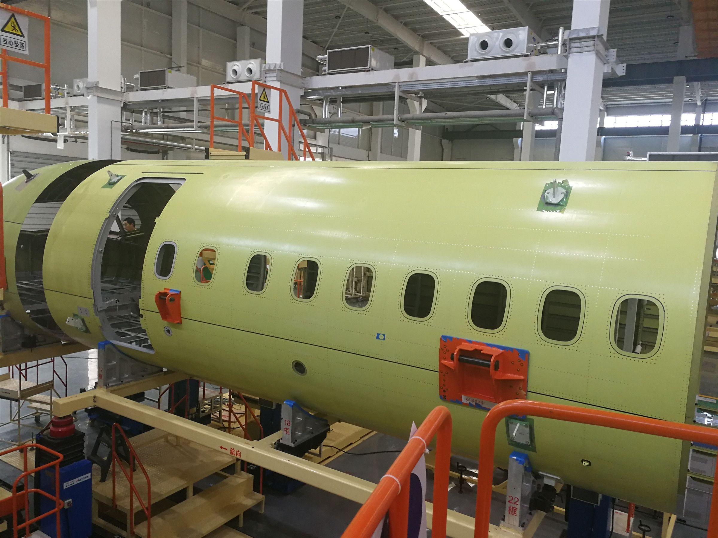 新机研制再传新捷 新舟700飞机10101中机身下架