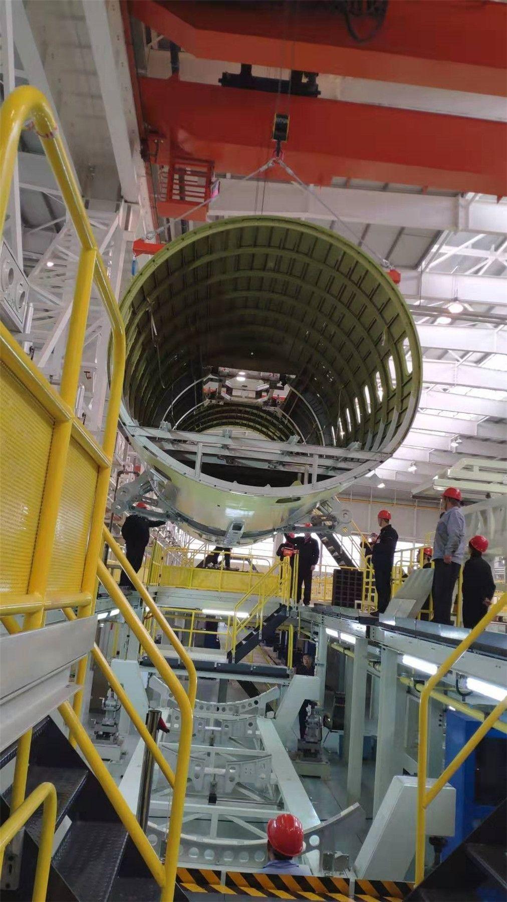 11月1日,中机身在西飞下架          西飞民机供图