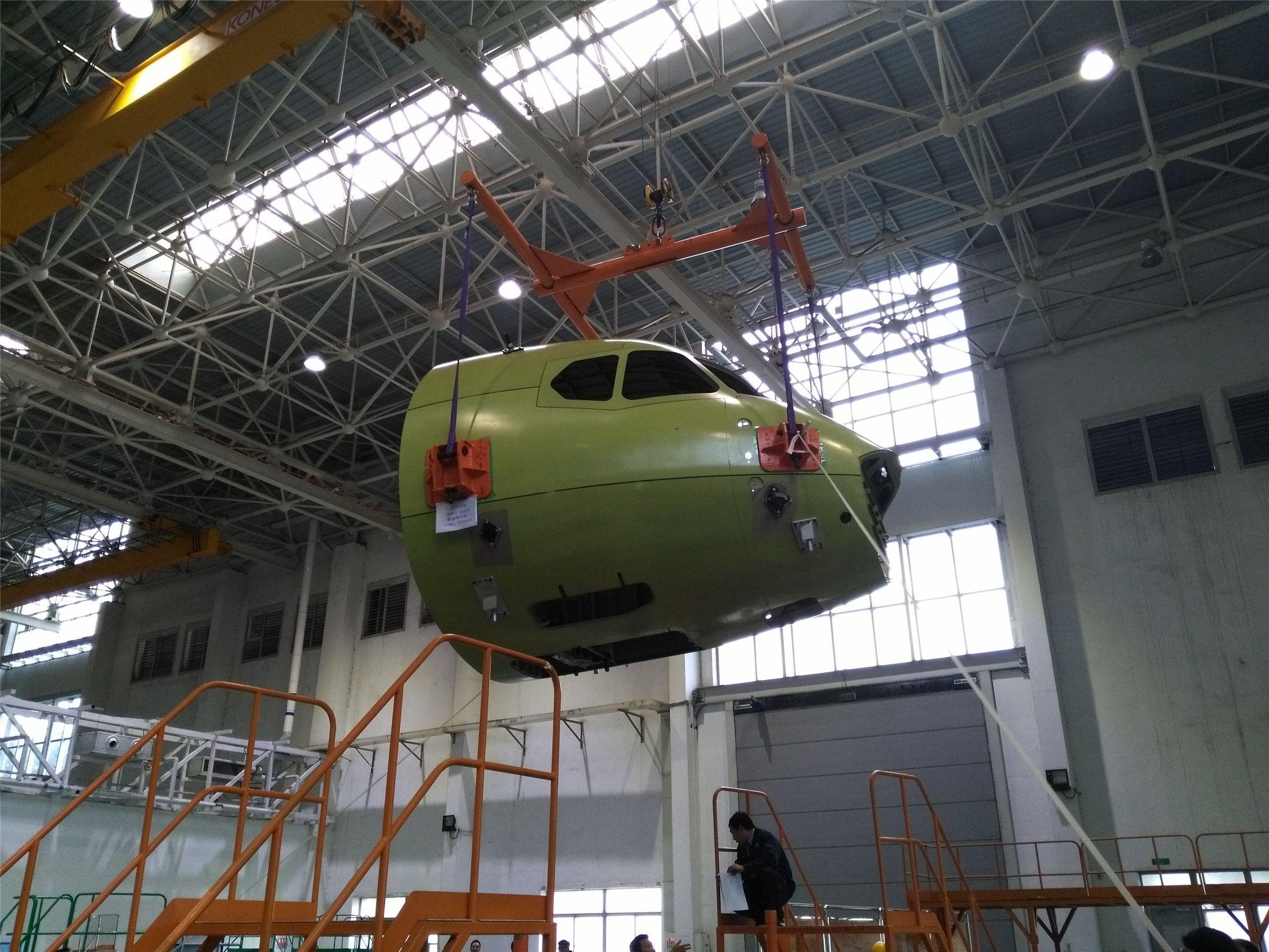 10月9日,新舟700首飞飞机机头在成飞民机下架          西飞民机供图