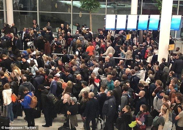 飞行员误触劫持警报,引发阿姆斯特丹机场混乱