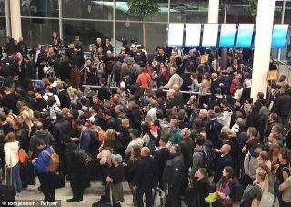 飛行員誤觸劫持警報,引發阿姆斯特丹機場混亂