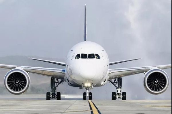"""""""梦想""""客机翱翔云南一周年,助力东航云南布局航空市场"""
