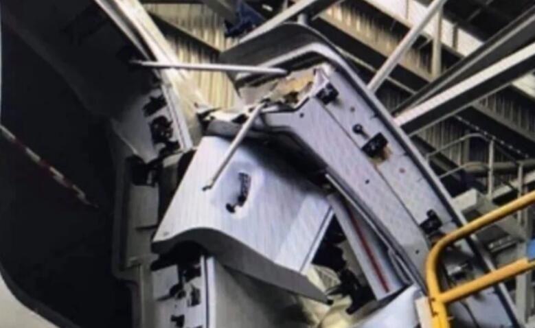 民航早报:澳航A380维修时舱门不慎被扯掉