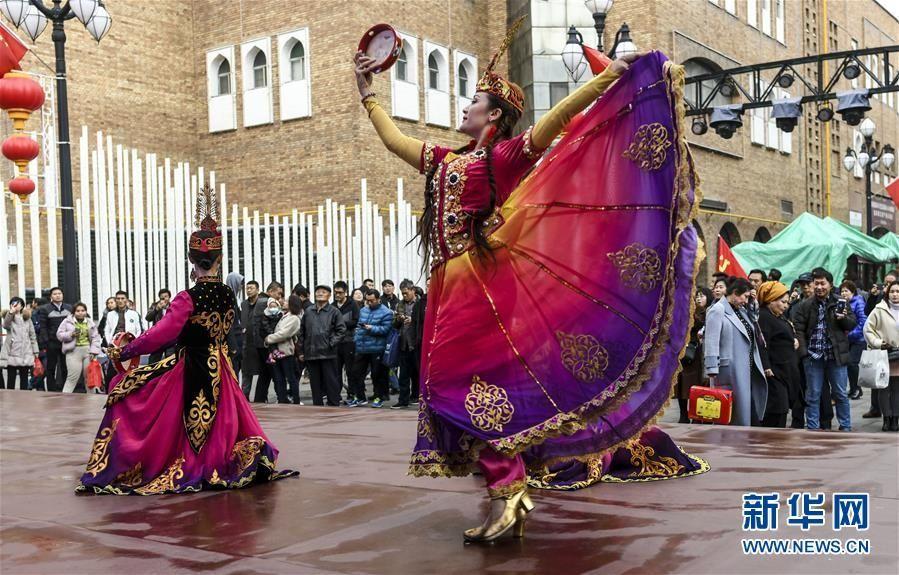 今年前10月新疆接待游客超2亿人次