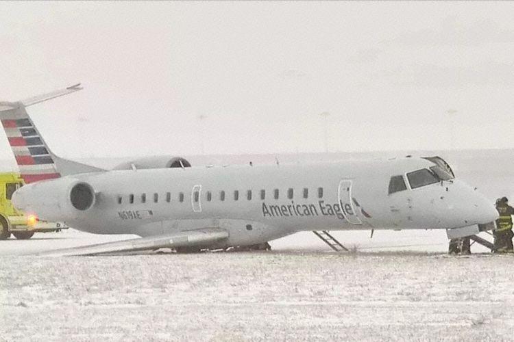 视频:美客机降落时冲出跑道机翼着地 机上41人无人受伤