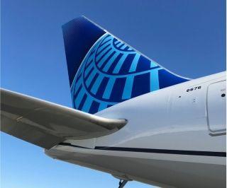 美联航首架新涂装宽体机767-300亮相 (摄影:美联航推特)