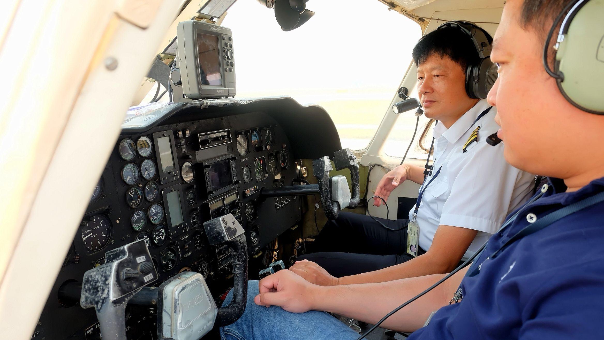 珠海通航总飞行师刘春良获功勋飞行员称号