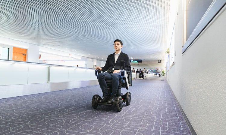 美国机场测试全自动电动轮椅