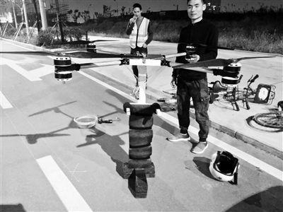 农民自制飞行背包上天 民航局:不能违反地方法规