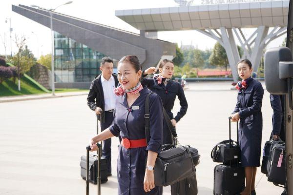 东航云南乘务员张璐的最后一个航班:感恩有你,一路伴行