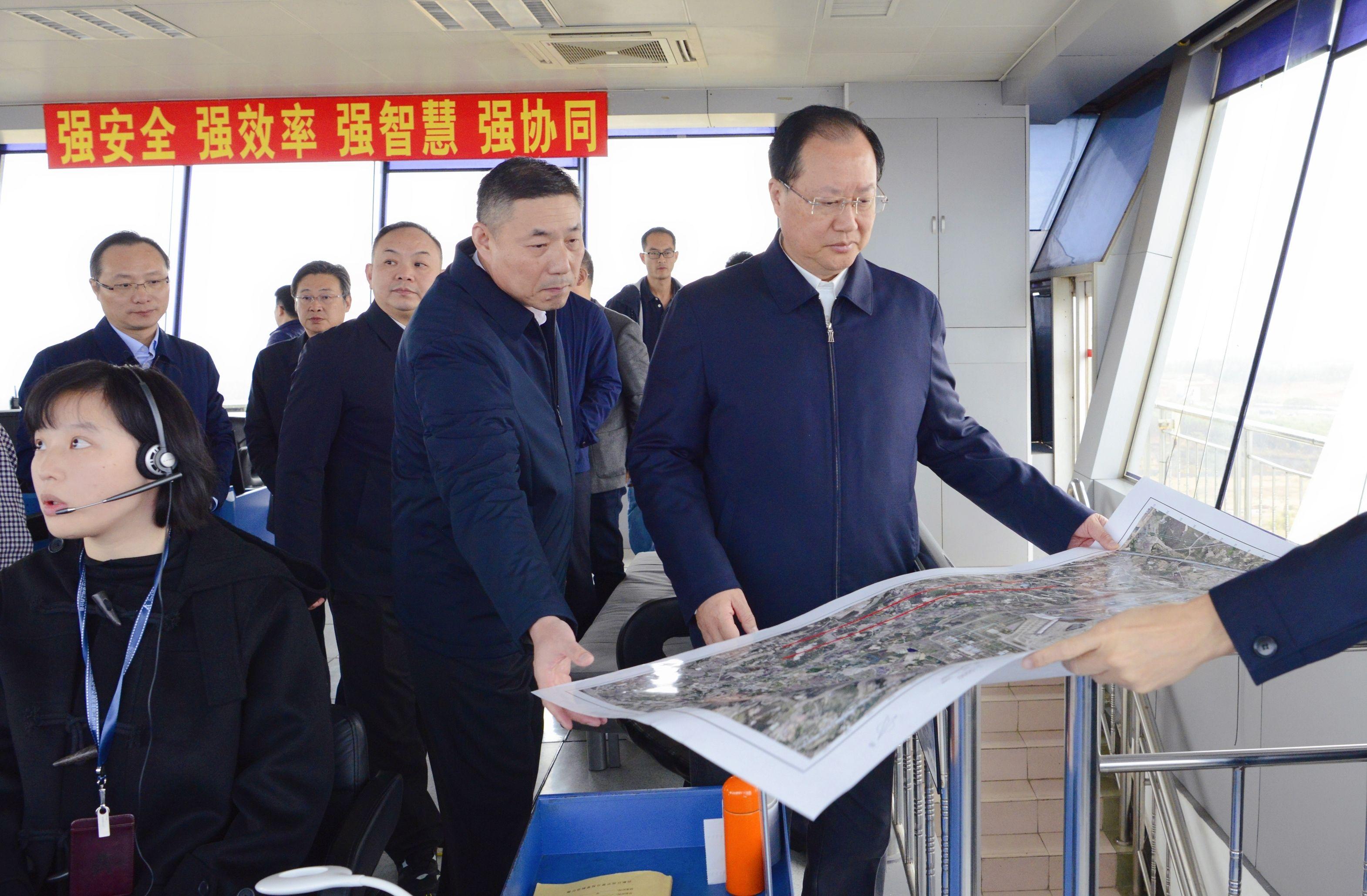 江西省委常委、常务副省长毛伟明一行到民航江西空管分局调研指导